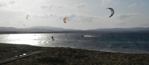 Kiter und Surfer in Porto Pollo off-season