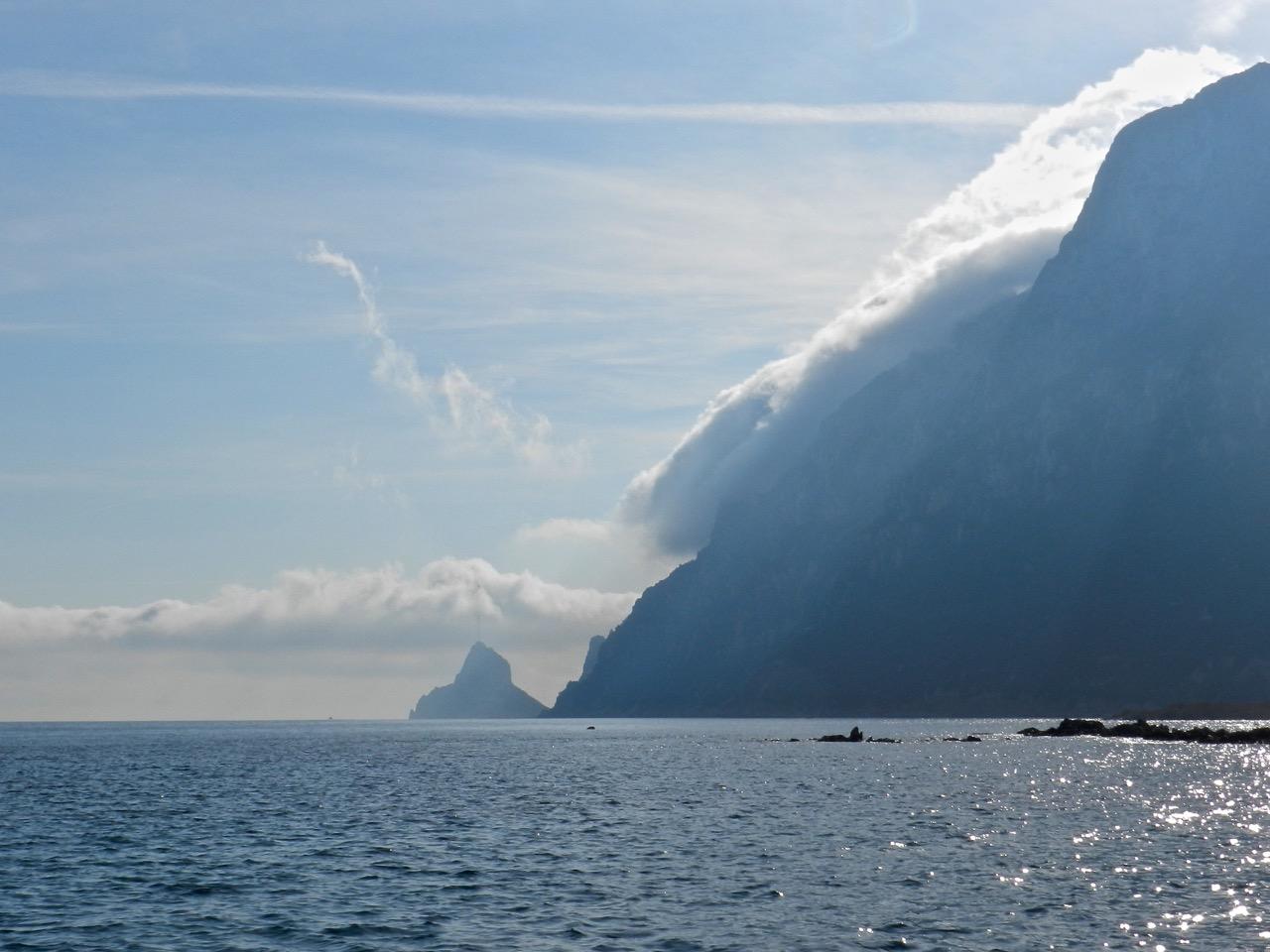 Legt sich eine Wolke wie ein Bettuch über die Tavolara, ändert sich das Wetter