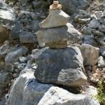 Steinhaufen als Wegweiser
