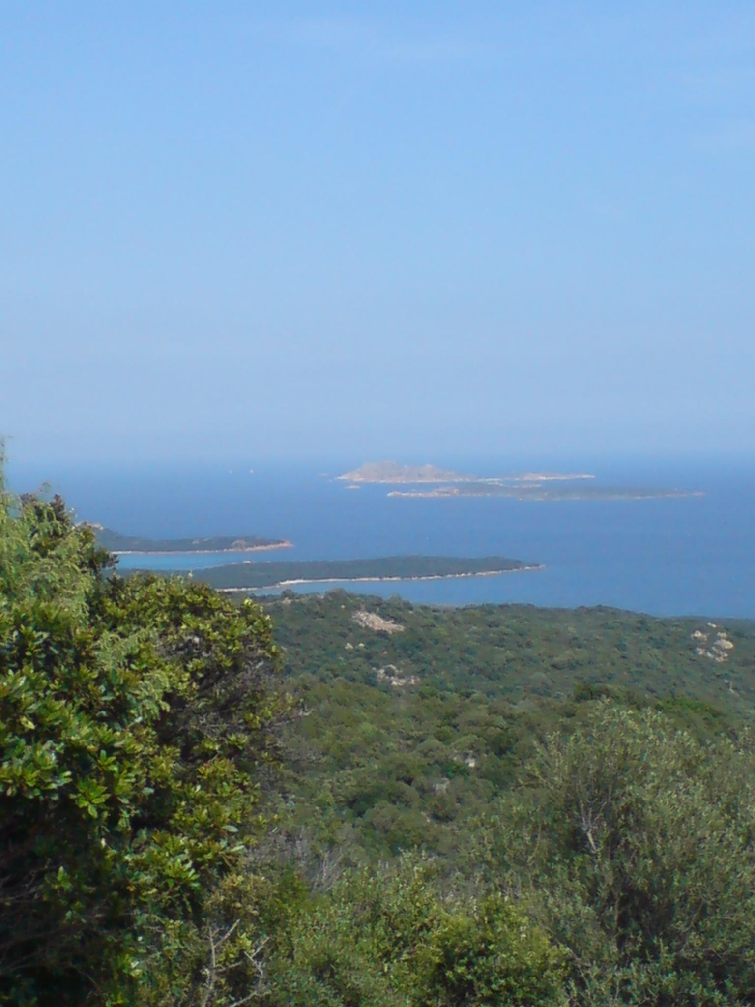 Blick auf die Inseln Mortorio und Nibani