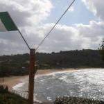 Wind und Wolken leeren den Strand