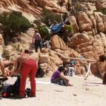 Trekkinggruppe überfällt den kleinen Strand