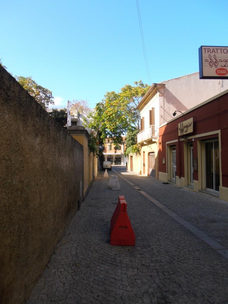 """Versteckt am Ende einer Seitenstraße: die """"stazione"""" Olbia"""