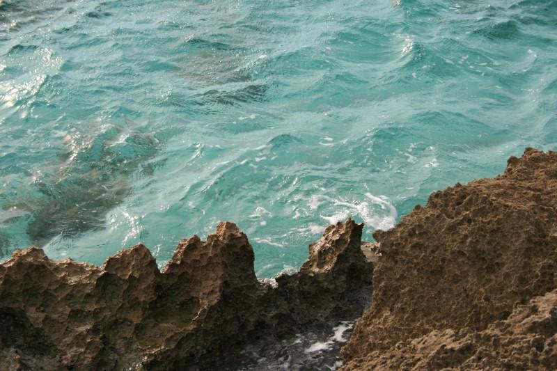 Felsen und Wasser bei Is Arutas