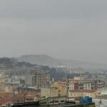 Blick über Villanova und zum Sella del Diavolo