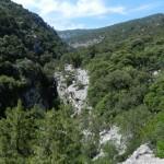 Irgendwo da unten, am Fuß des Monte Tiscali, geht's in die Grotte