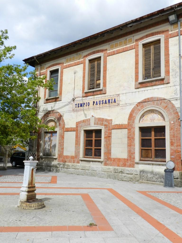 Der Bahnhof Tempio Pausania von außen