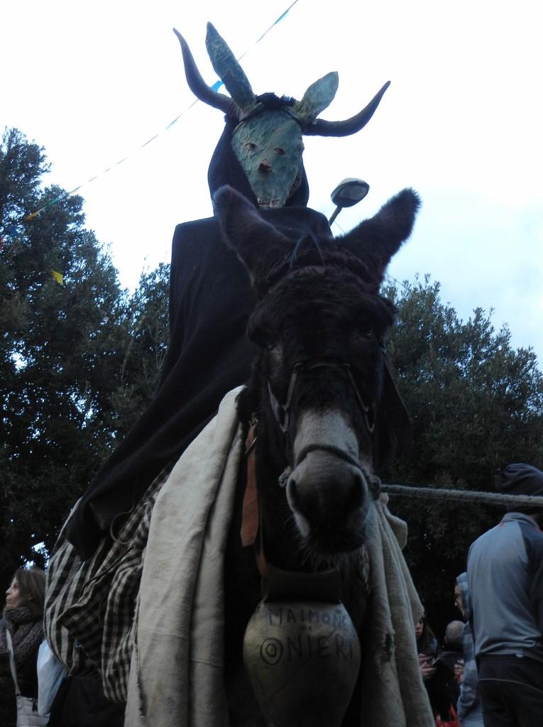 Hauptfigur der Maimones: die Figur auf einem Esel