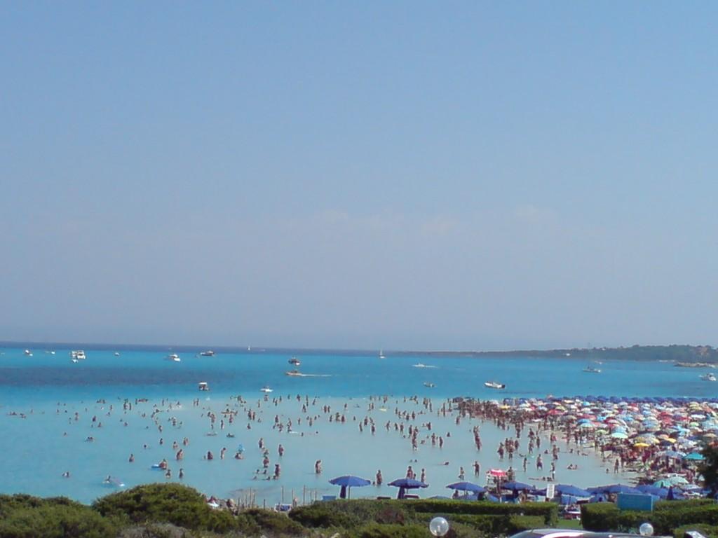Überfüllter Strand in Stintino