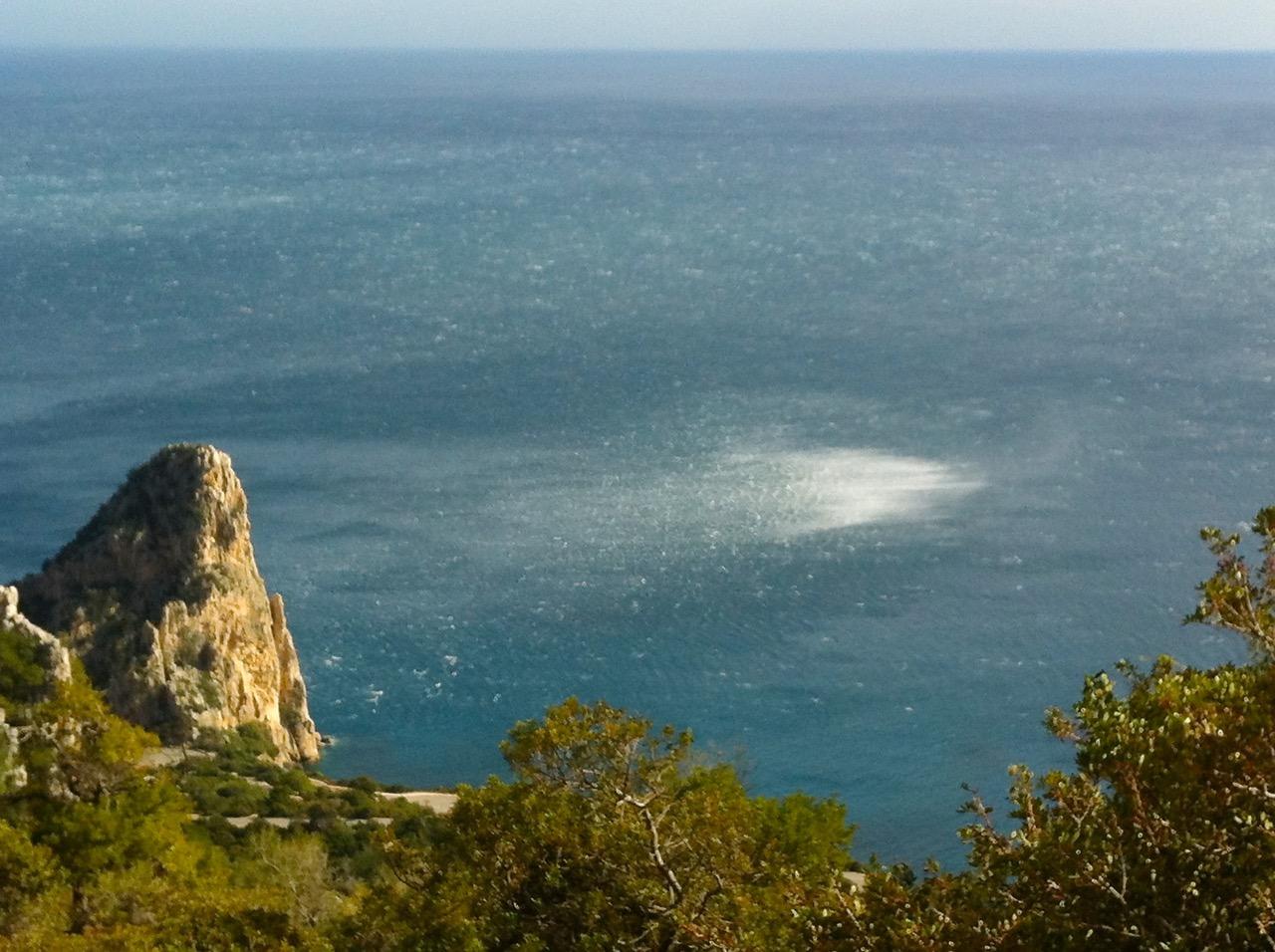 Nicht selten: Böen auf dem Meer vorm Supramonte