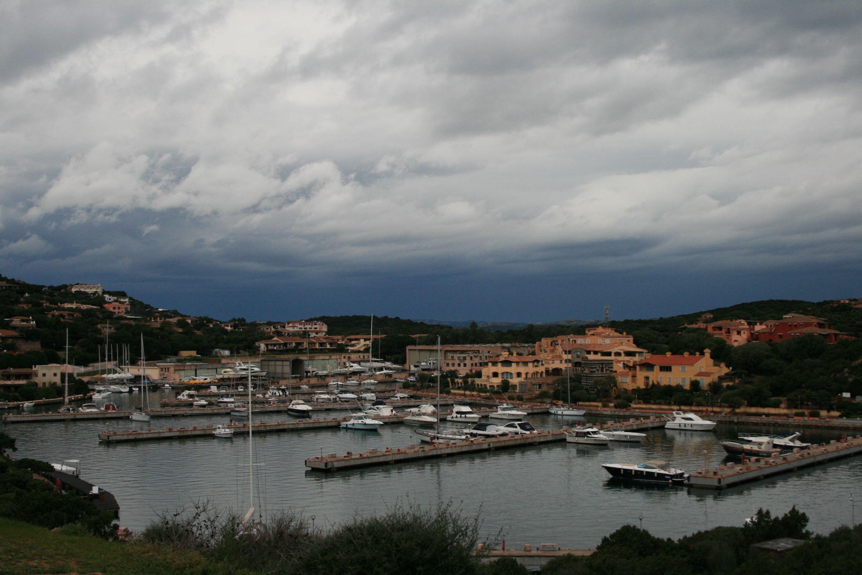 Der VIP-Hafen mal anders: Porto Cervo in der Nebensaison