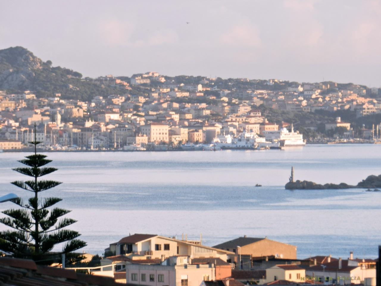 Blick von Palau nach La Maddalena