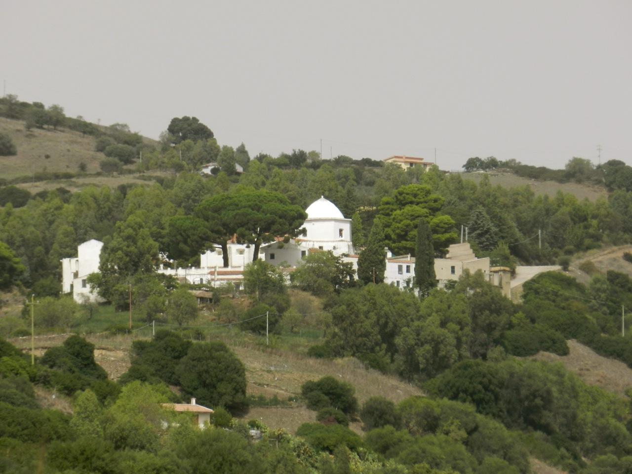 Santuario San Francesco in den Hügeln am Monte Albo