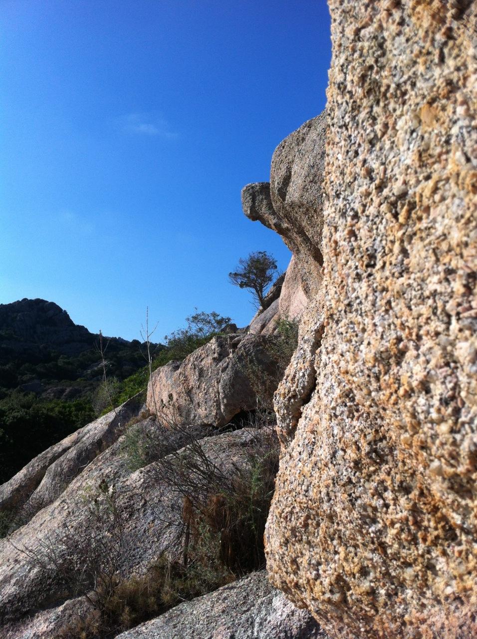 Die typischen Granitfelsen der Gallura