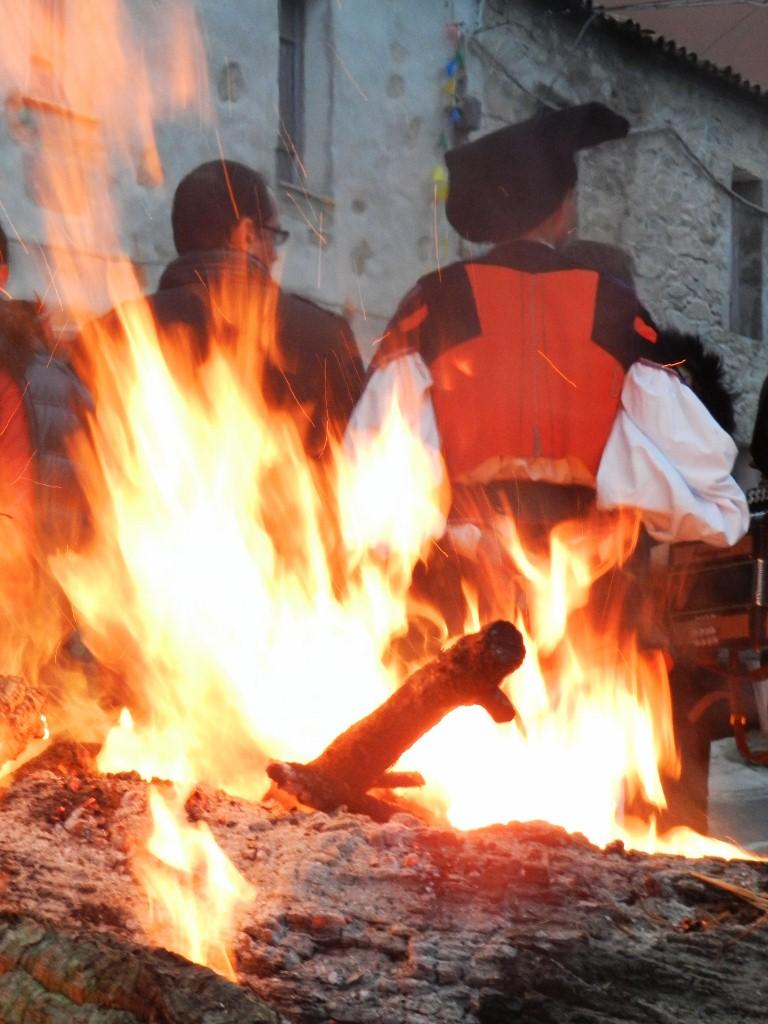 Wärmende Feuer, bald wird getanzt