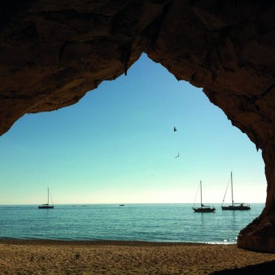 In einer der Höhlen der Cala Luna