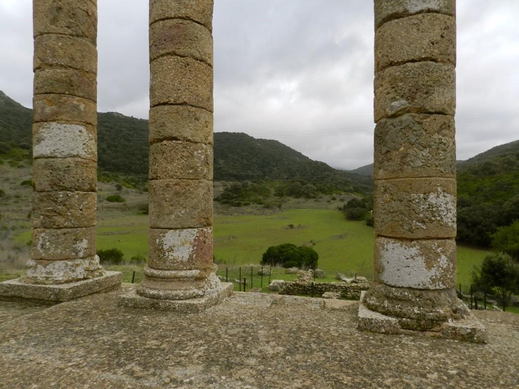 Ein paar römische Säulen und punische Reste