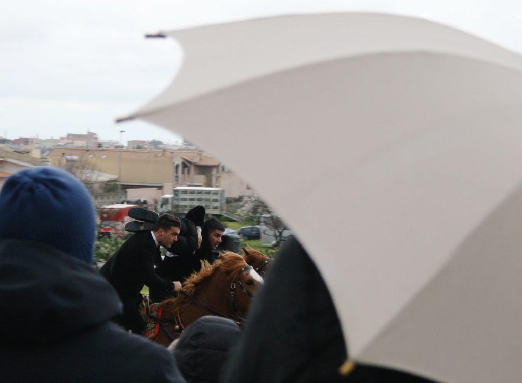 Pariglie im Regen - das hält die Leute nicht davon ab, sich das anzusehen