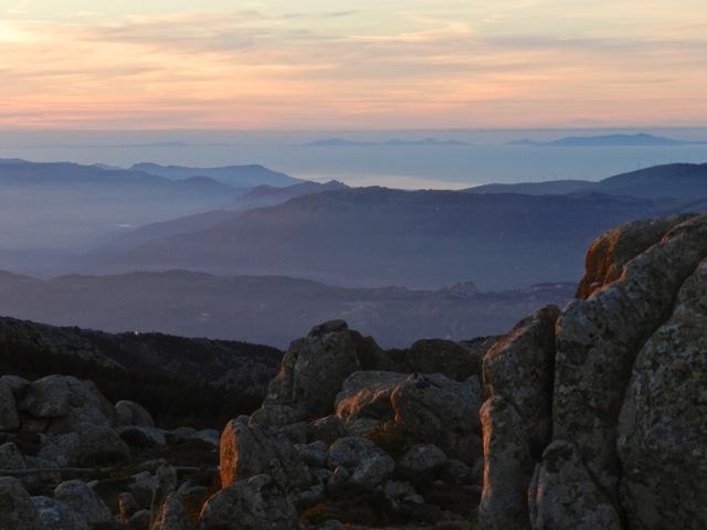 Weitsicht am Abend vom Monte Limbara bis zur Insel Asinara