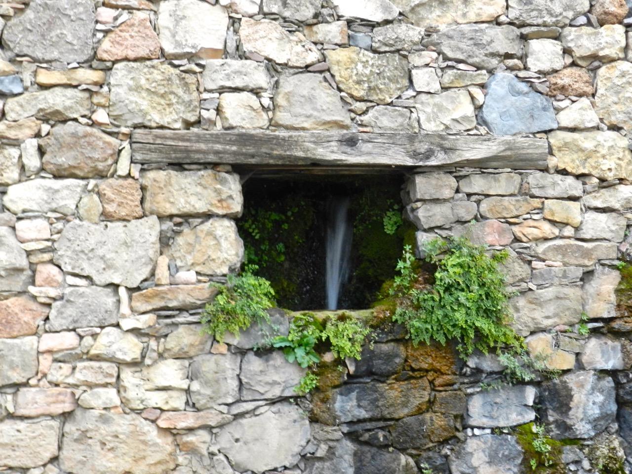 Wasser in der Wand