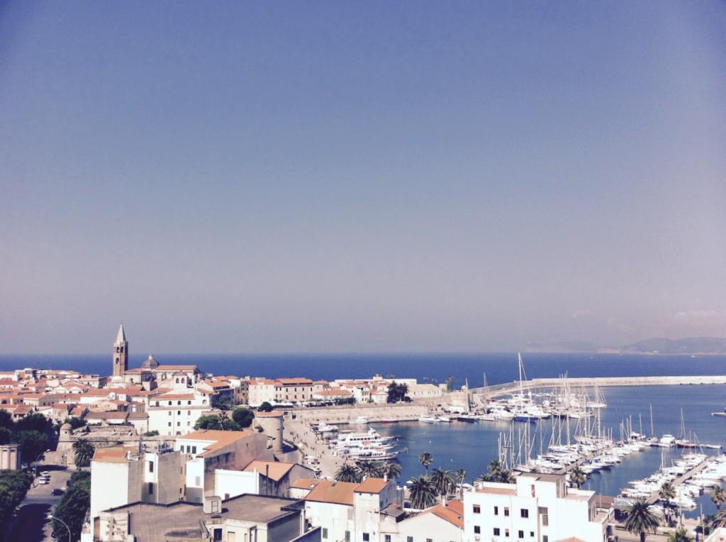 Tolle Stadt (diesen Blick hast du aus der Bar Blau im Hotel Catalunya)