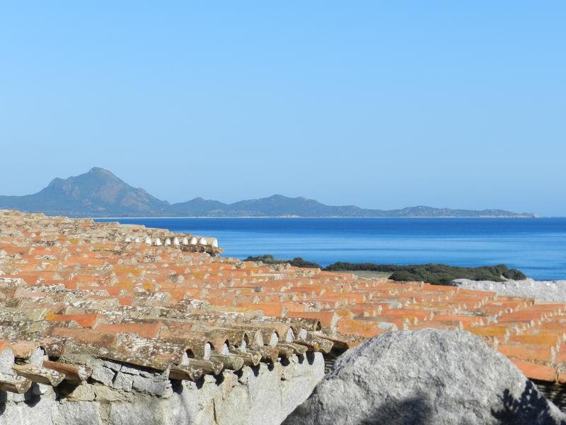 Superschön: die Residenz Sant'Elmo, immerhin im sardischen Stil, aus Granit und mit lokalen Materialien erbaut