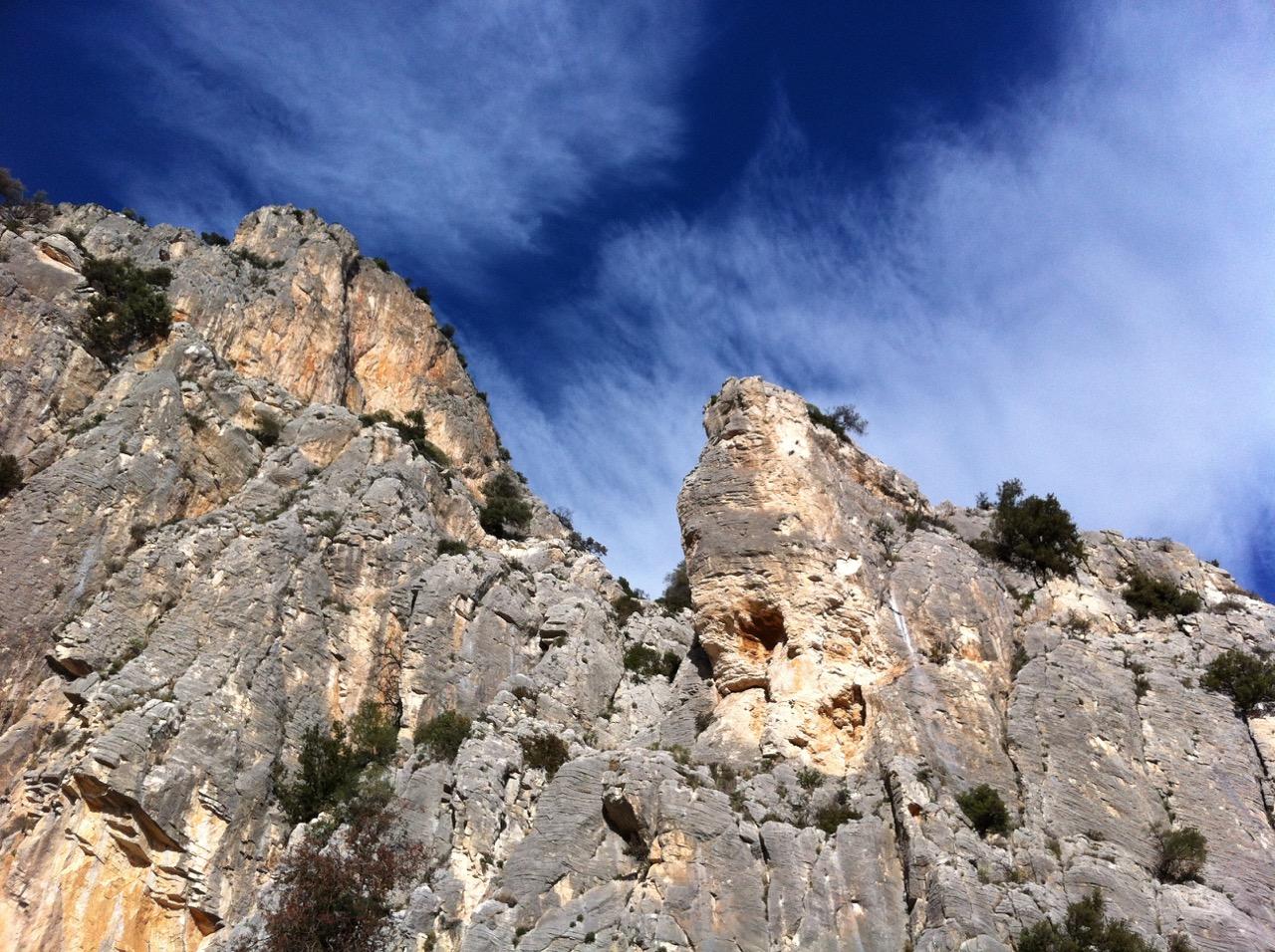 Wanderung nach Baunei: imposante Felswände