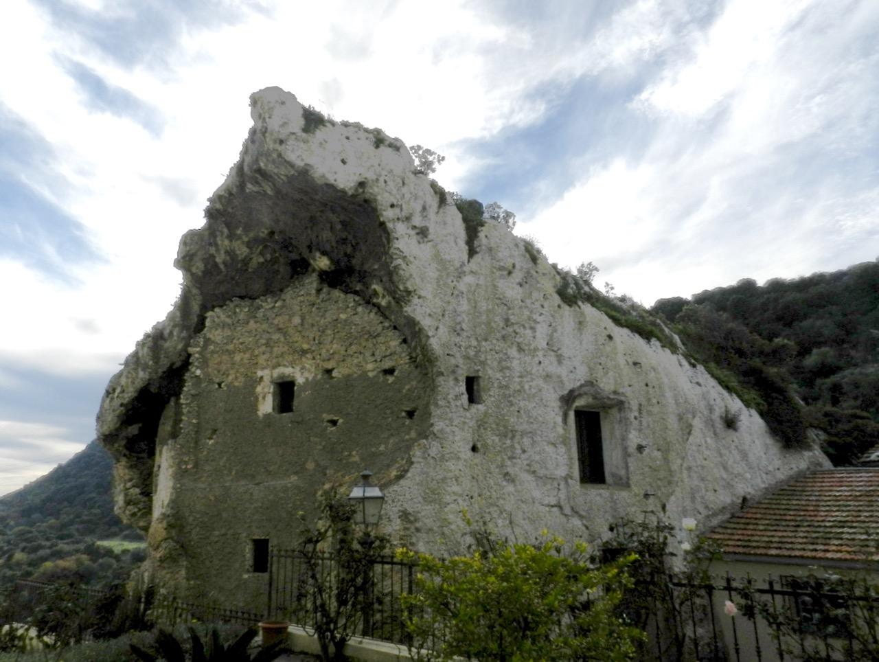 Sa Rocca, domus de janas in Sedini