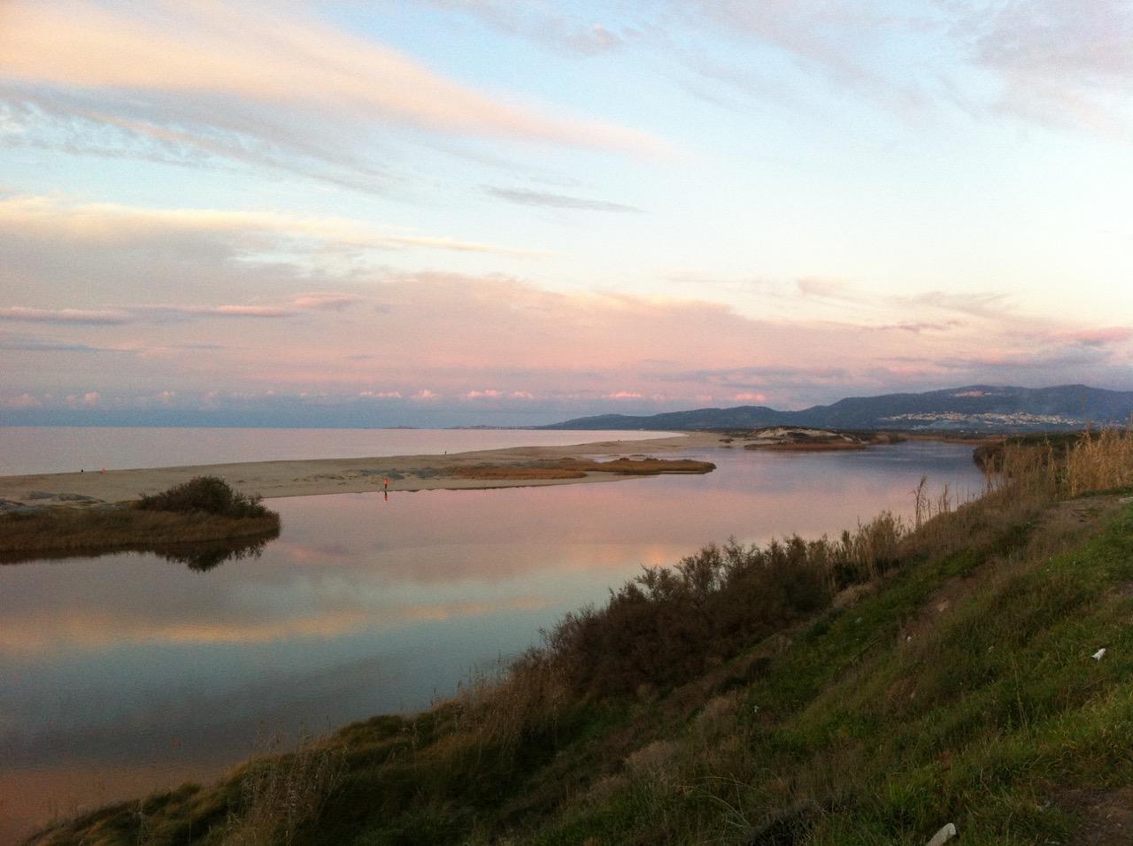 Die Flussmündung Foce del Coghinas an einem Januar-Abend