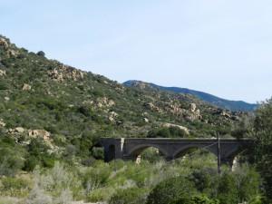 Über diese alte Brücke floss noch bis ca. 2006 fast der gesamte Verkehr Richtung Cagliari an die Ostküste