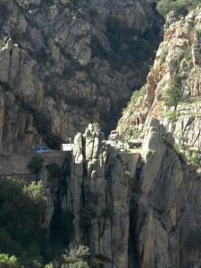 Manchen juckt es, in die Felsen zu steigen. Offizielle Kletterwege gibt es hier leider nicht.