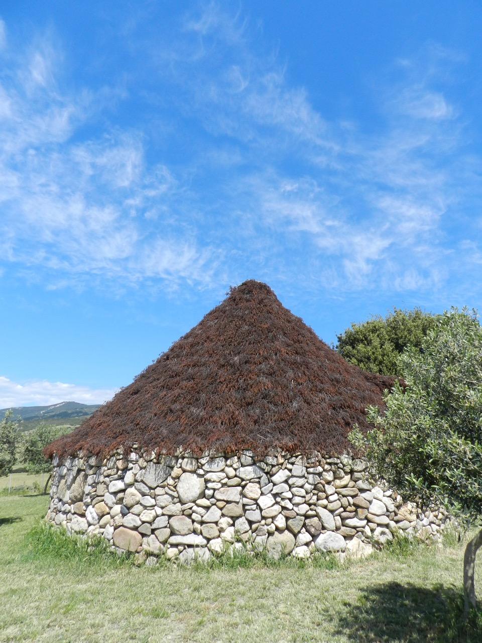 Ein traumhafter Tag im Mai führt uns in diese nach altem Vorbild gebaute Schäferhütte