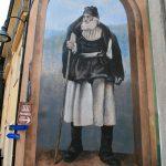 Murales in Fonni, hier als Wegweiser zum Hirtenmuseum