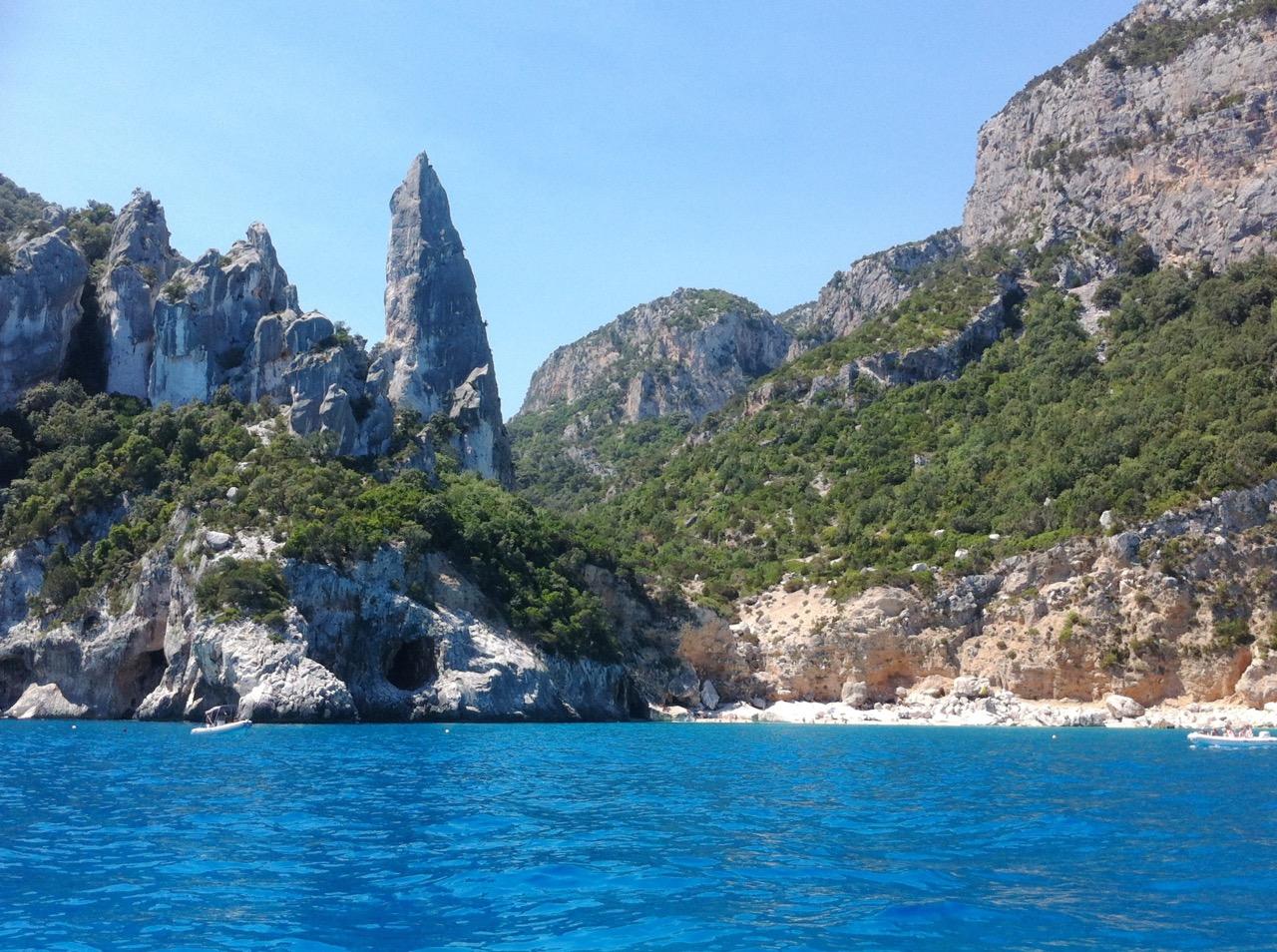 Inbegriff der Traumbucht: Cala Goloritzè, vom Meer aus gesehen