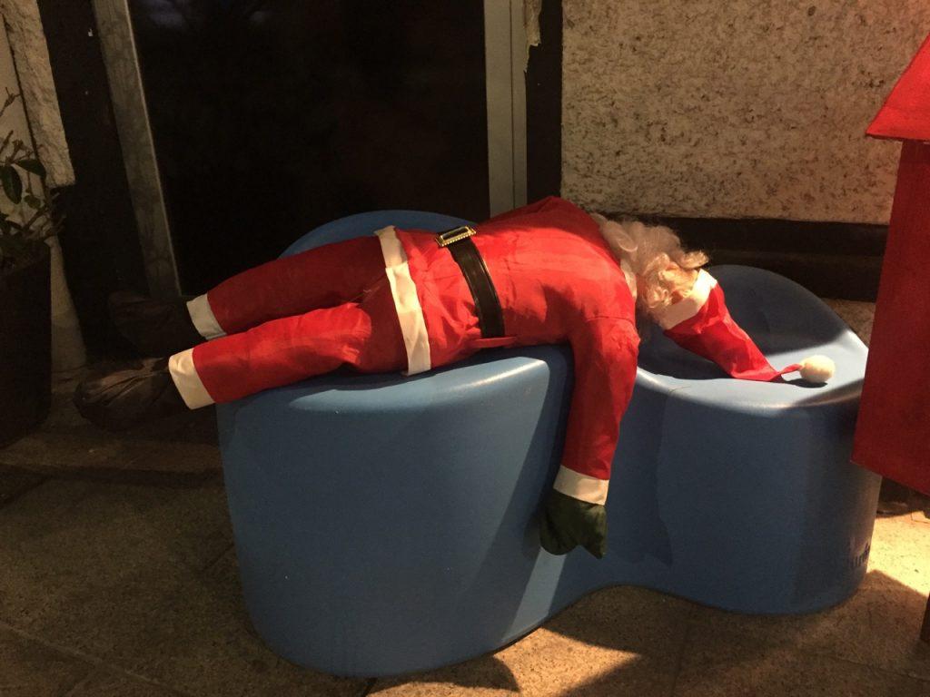 Der Weihnachtsmann ist tot!? Oder besoffen ... oder aus Plastik. Was ist nun am besten?!