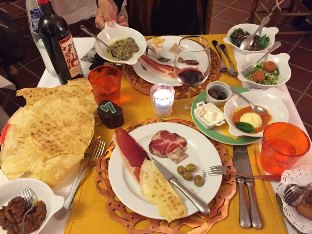 Schick und saugut: Agriturismo-ähnliches Abendessen im Hotel Su Gologone