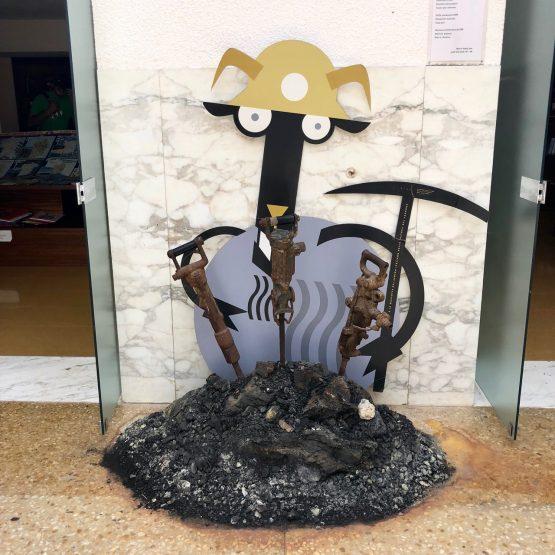 Noch ein schwarzes Schaf! Das Maskottchen des Museo del Carbone
