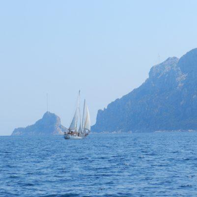 Mit dem Segelboot kann nun wirklich nicht jeder anreisen ...