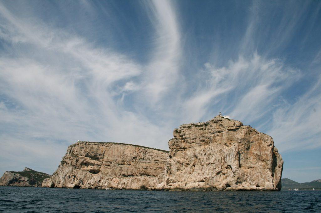 Capo Caccia, vom Meer aus gesehen, kurz vor der Grotta di Nettuno