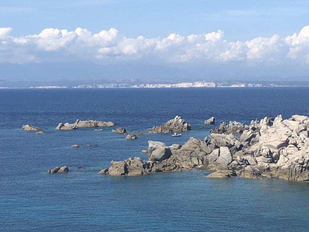 Schnell rüber nach Korsika? Kein Problem, Bonifacio ist nur einen Delfinsprung entfernt