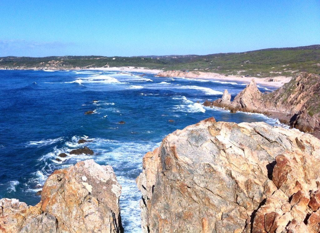 Rena Majore: Feriensiedlung mit welligem Strand