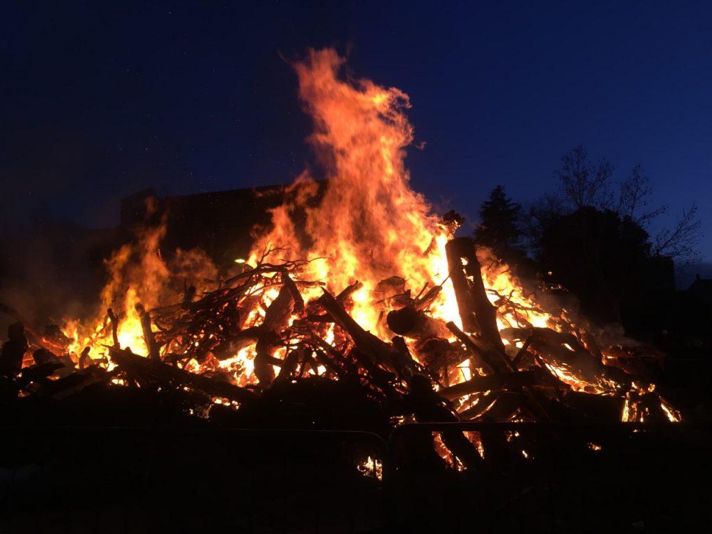 Wärmende Inseln in der kalten Jahreszeit: die Feuer von Sant'Antonio