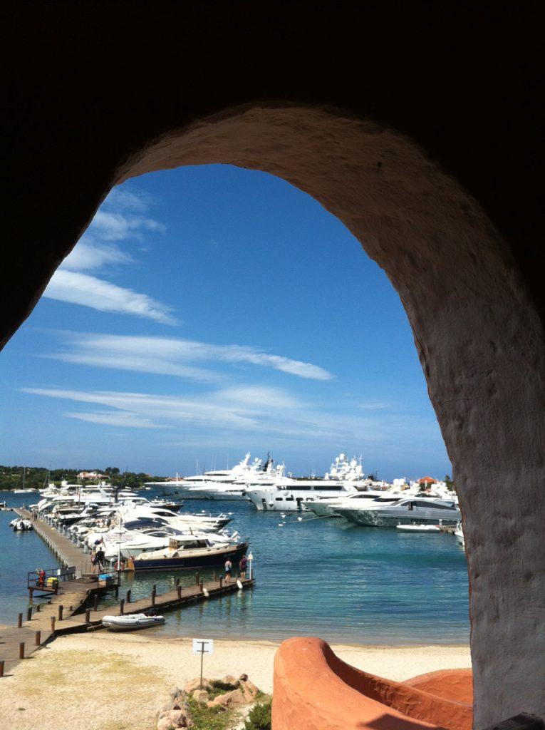 Costa Smeralda, der Inbegriff des Sardinien-Sommer-Luxusurlaubs