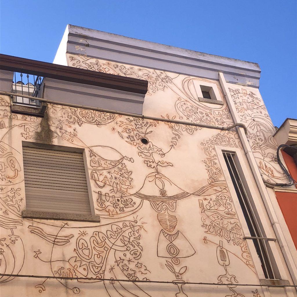 Die namengebende Hauswand des B&B Graffiti in Barbagia
