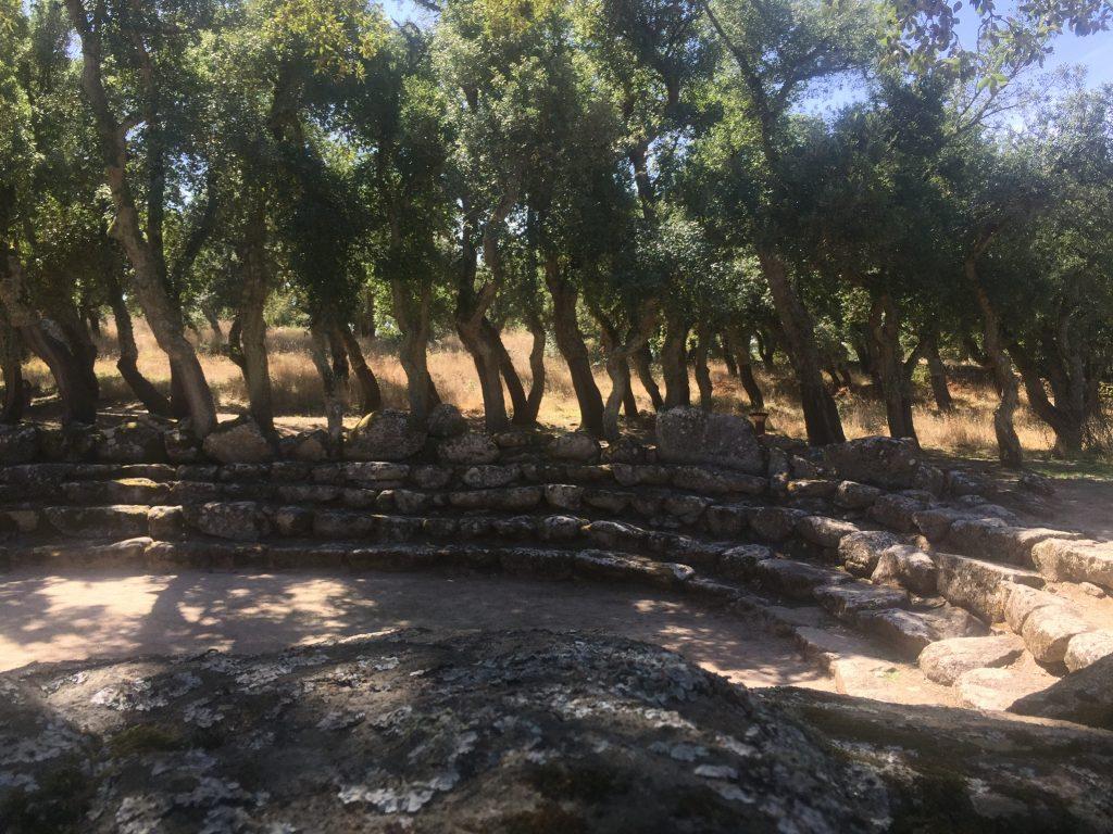 Auf den Stufen sitzend ist der nuraghische Wasserkult gut nachvollziehbar