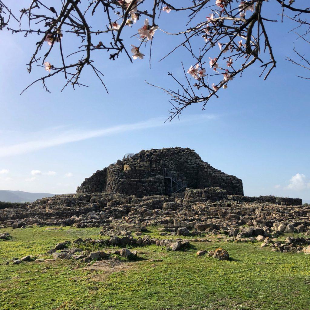 Su Nuraxi: die Reste einer jungsteinzeitlichen Burg und eines Dorfes