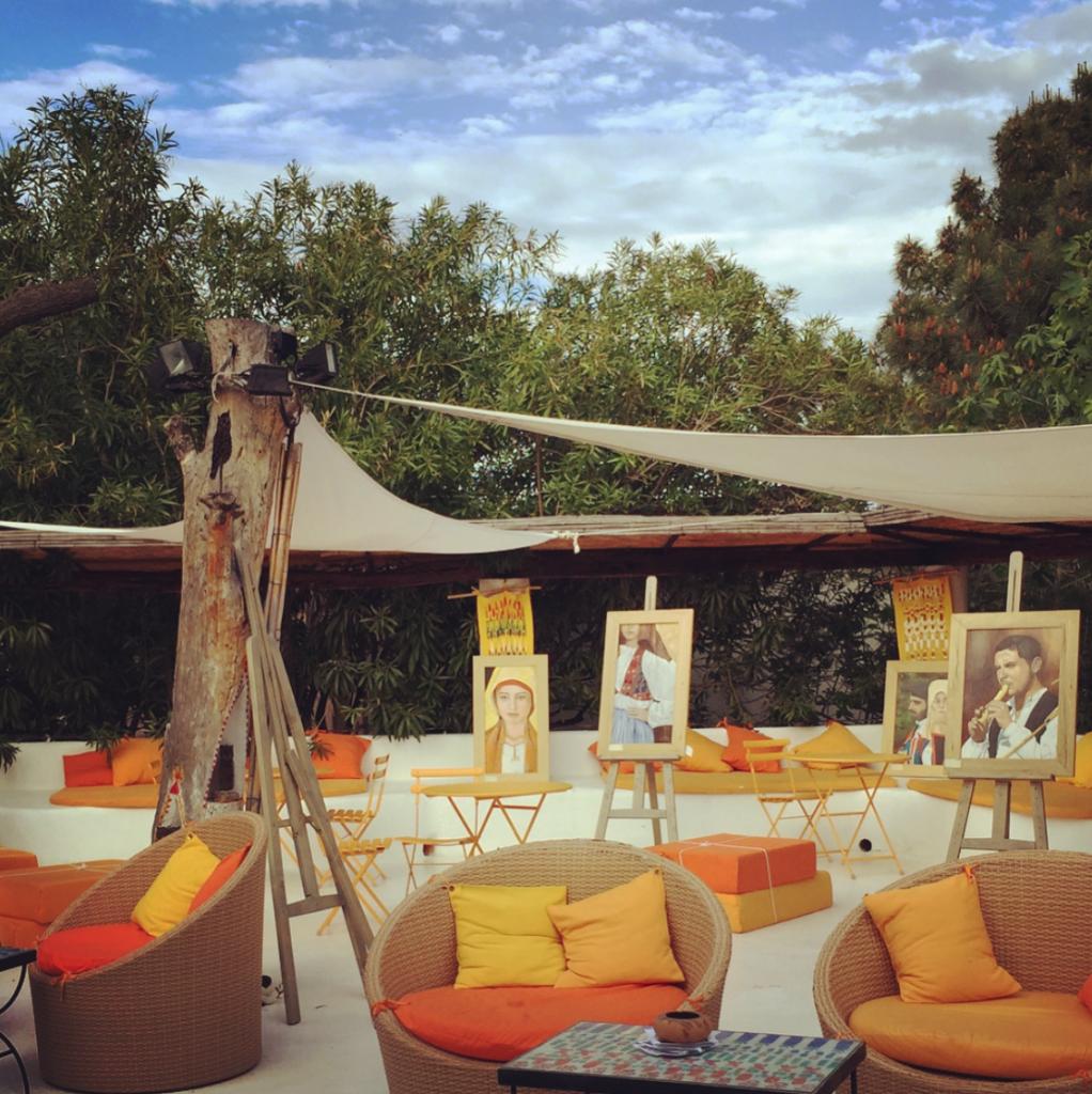 Kleine, temporäre Kunstausstellung im Hotel Su Gologone, Oliena