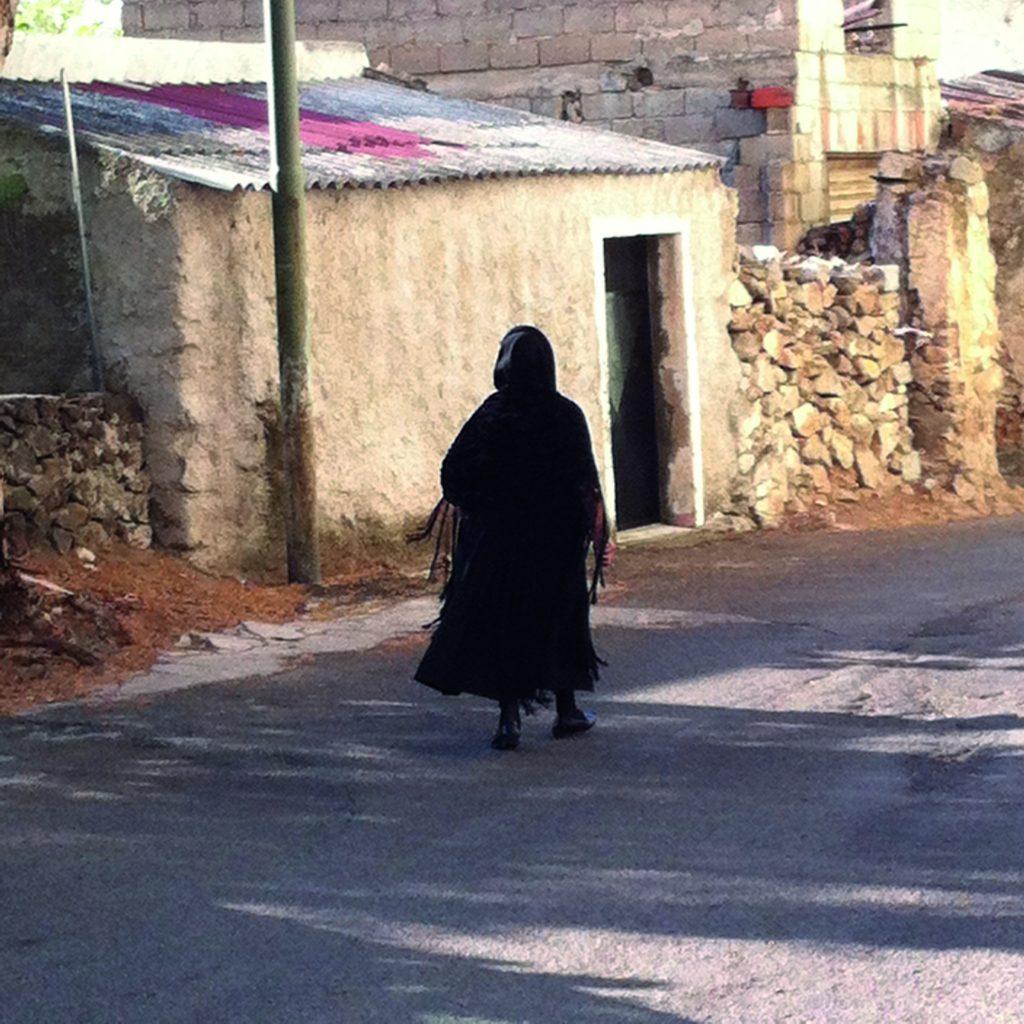 In der Barbagia haben alte Menschen eine hohe Chance, über 100 Jahre alt zu werden, wie diese Dame aus Oliena.