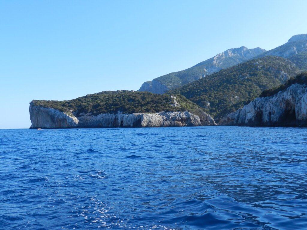 Das bewaldete Capo Monte Santu, schwer zugänglich, sowohl von See als auch über Land