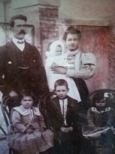 Calogero und Dondina Lunetta, mit ihren vier Kindern (Fotografie mit freundlicher Genehmigung der Antica Locanda Lunetta, Copyright)